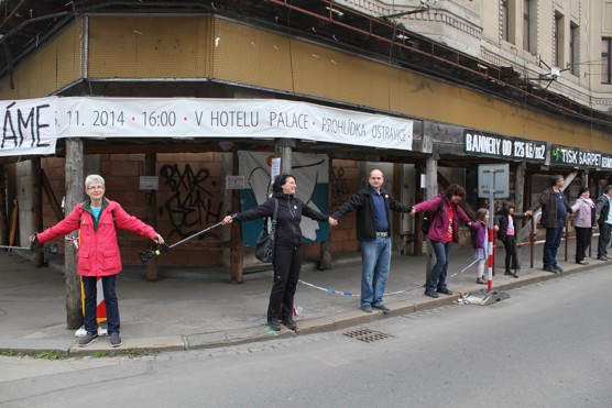 Prvomájové objímání Ostravice-Taxtilie / foto Michal Šíma