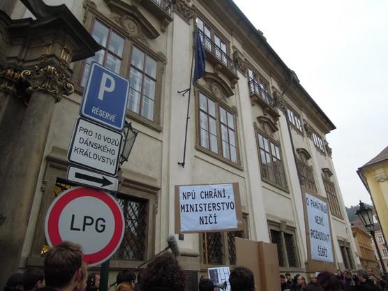 Demonstrace za nádraží v Havířově před budovou Ministerstva kultury 30. 10. 2014 / foto Jaroslav Němec, 2014