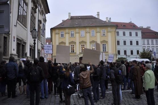 Demonstrace za nádraží v Havířově před budovou Ministerstva kultury 30. 10. 2014 / foto Ondřej Polanský, 2014