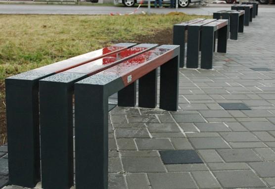 Lavička zadarmo, jen samé benefity? / foto (c) Ilona Vybíralová