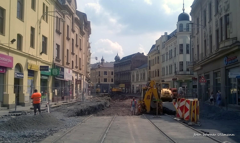 Fotografie k článku Rozkopaná Nádražní ulice a fontána na Smetanově náměstí