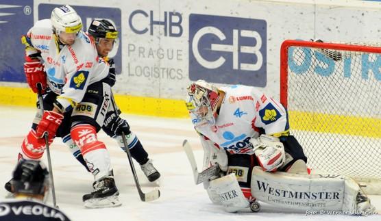 HC VÍTKOVICE STEEL – HC ČSOB Poj. Pardubice 2:0  / foto (c) Werner Ullmann, 2015