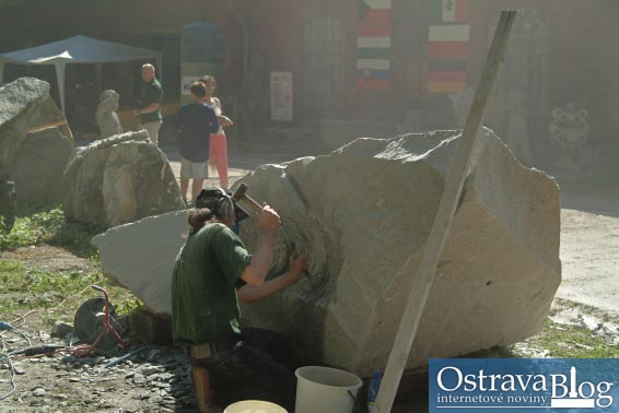 Fotografie k článku Fotografická pozvánka na sochařské sympozium na Landeku