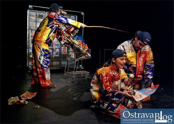 Fotografie k článku Fotografie z inscenace Z deniku Ostravaka