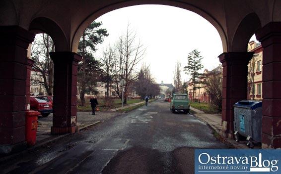 Fotografie k článku Oprýskaná i vzkvétající Jubilejní kolonie v Hrabůvce