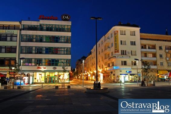 Fotografie k článku Masarykovo náměstí v noci – skrytá krása