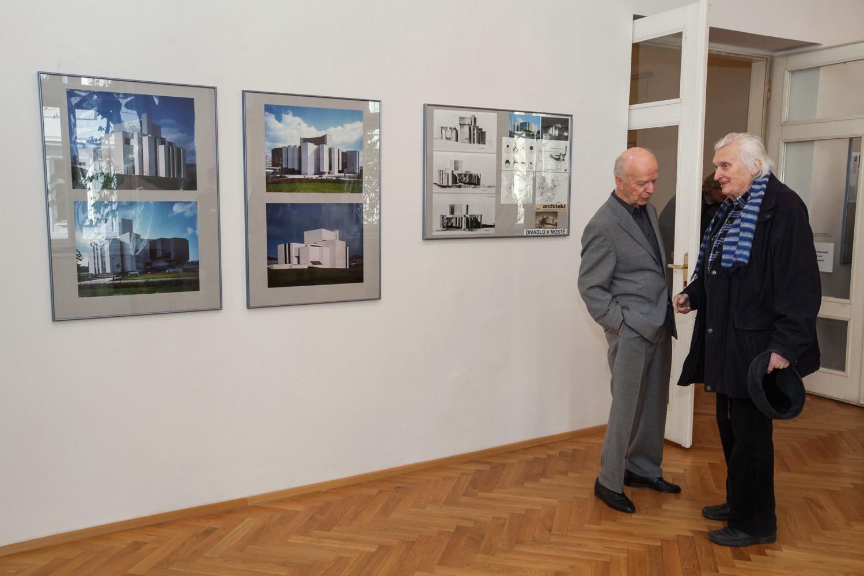 Fotografie k článku Ivo Klimeš: Architektura a divadlo – fotoreportáž z vernisáže ve Výstavní síni Sokolská 26