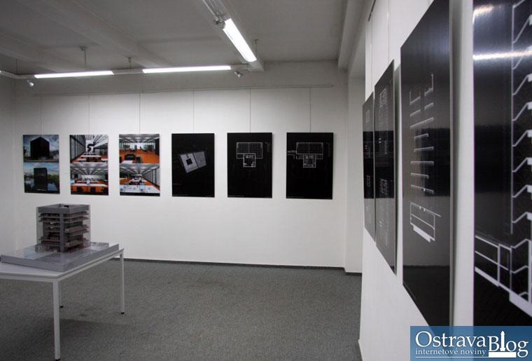 Fotografie ke krátké zprávě Fotografie z vernisáže výstavy návrhu Černé kostky